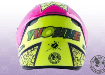 Yvonne ya tiene su casco.